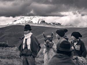 family ecuadorian, indigenas, ecuador, andes, chimborazo, llama, llamingo, fotos gente ecuador, ecuador fotografia, paisajismo