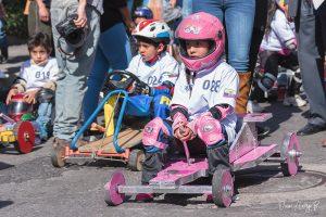 niña coches de madera pink power